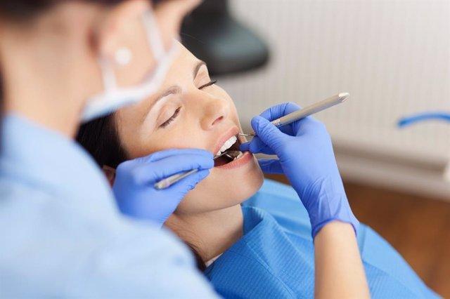 Archivo - Blanqueamiento dental