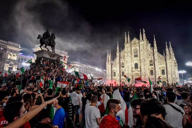 12 July 2021, Italy, Milan: Italy fans celebrate at Piazza Duomo after winning the European Championship for the first time since 1968 with a 3-2 victory on penalties over England in the 2020 final at Wembley. Photo: Claudio Furlan/LaPresse via ZUMA Press