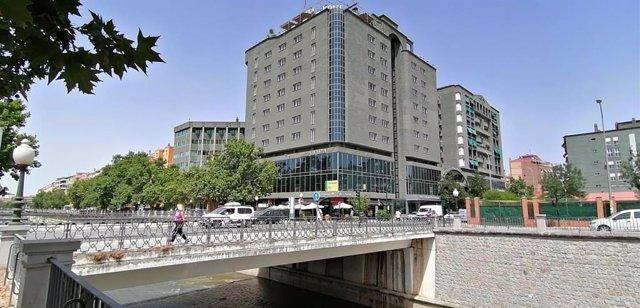 La Junta pone en venta locales comerciales de su propiedad en el Albaicín y San Antón