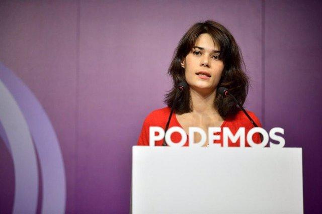 La portavoz estatal de Podemos, Isa Serra, interviene durante una rueda de prensa en la sede nacional de la formación en Madrid.