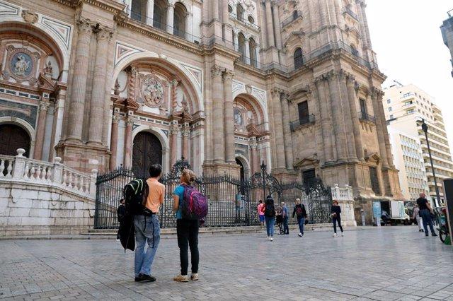 Archivo - Turistas junto a la Catedral de Málaga (12/03/2020)