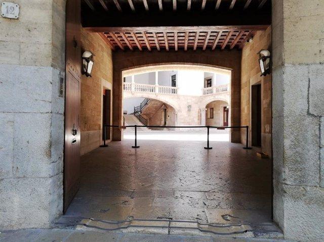 Archivo - El patio de la Audiencia Provincial de Baleares y el TSJIB, visto desde el exterior.