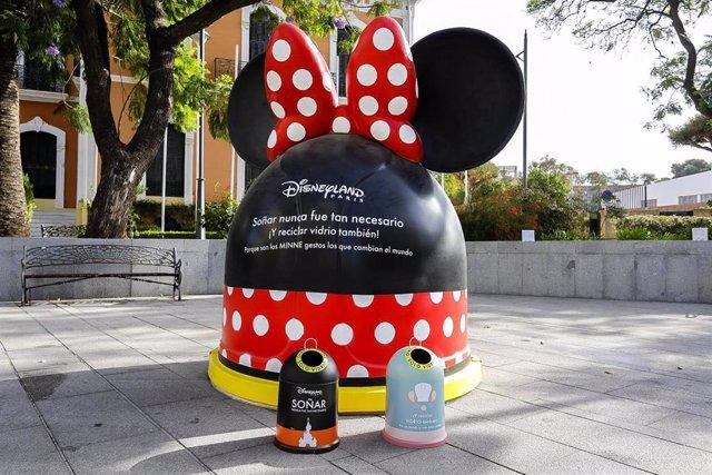 Contenedores de reciclaje dedicados  a Disney.