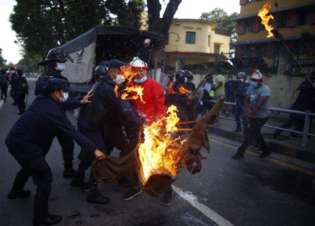Protestas contra la decisión del primer ministro de Nepal, Sharma Oli, de disolver el Parlamento
