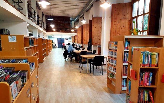 Archivo - Interior de la Biblioteca de Cultura Artesana del Consell de Mallorca.
