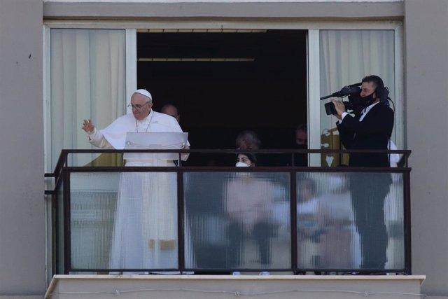 El Papa durante el rezo de Ángelus del pasado domingo dede el hospital donde se recupera de su operación de colon