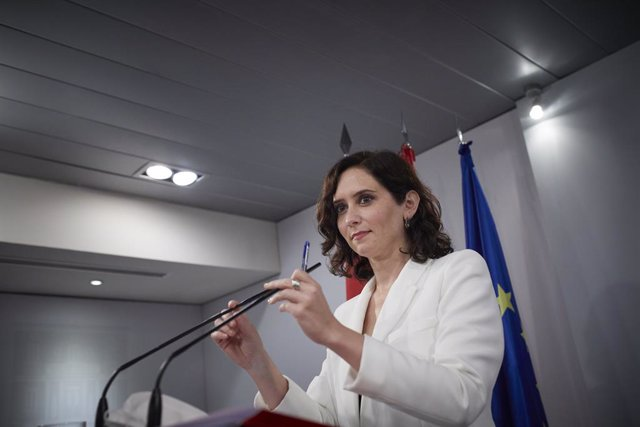 La presidenta de la Comunidad de Madrid, Isabel Díaz Ayuso, durante una rueda de prensa posterior a su reunión con el presidente del Gobierno en el Palacio de la Moncloa.