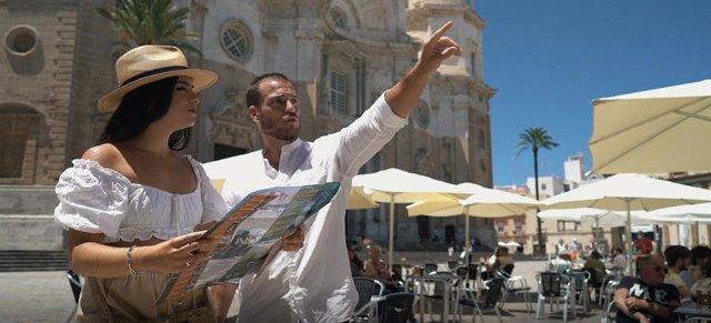 Spot de la Diputación de Cádiz para recordar la importancia del turismo en la provincia.