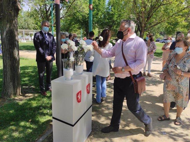 La ciudad rinde homenaje de a las víctimas del atentado del Hotel Corona de Aragón en su 42 aniversario.