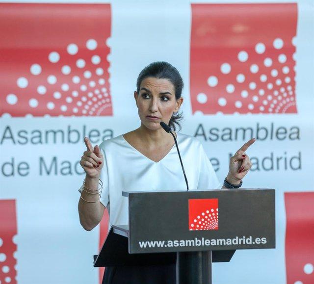 La portavoz de Vox en la Asamblea de Madrid, Rocío Monasterio, interviene en una rueda de prensa previa a una sesión de control al Gobierno de la Comunidad de Madrid en la Asamblea de Madrid, a 8 de julio de 2021, en Madrid, (España). Este pleno en la Asa