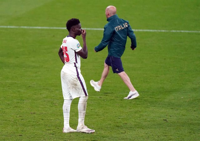 12 July 2021, United Kingdom, London: England's Bukayo Saka stands dejected following  the UEFA EURO 2020 final soccer match between Italy and England at Wembley Stadium. Photo: Mike Egerton/PA Wire/dpa