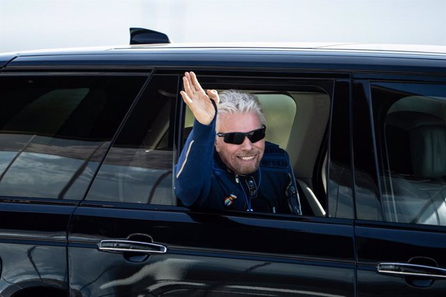 11 July 2021, US, Truth or Consequences: British entrepreneur Richard Branson waves as he arrives at Spaceport America in the south-western US state hours before travelling to the edge of space aboard a Virgin Galactic space vessel. Photo: Roberto E. Rosa