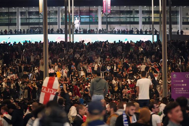 11 July 2021, United Kingdom, London: England fans cheer outside the hosting ground during the UEFA EURO 2020 final soccer match between Italy and England at Wembley Stadium. Photo: Zac Goodwin/PA Wire/dpa