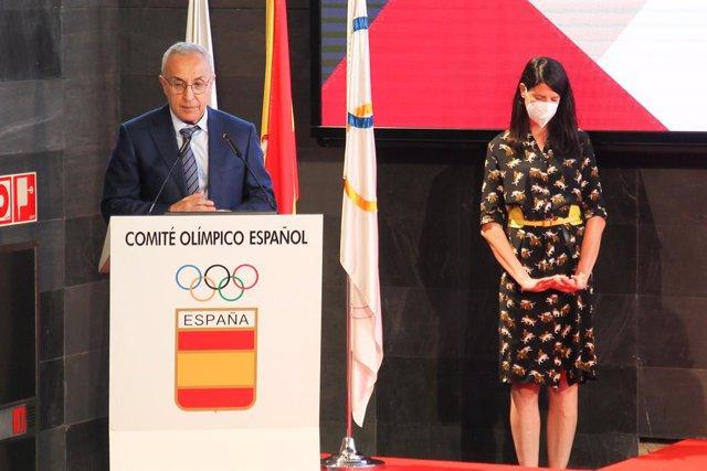 Archivo - Arxiu - Alejandro Blanco, president del Comitè Olímpic Espanyol, i  Ruth Beitia, atleta espanyola de salt d'altura, durant la presentació oficial de l'equip olímpic espanyol