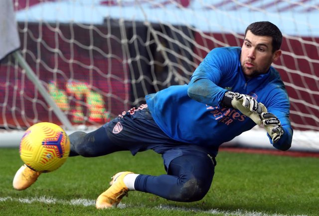 Archivo - 06 February 2021, United Arab Emirates, Birmingham: Arsenal goalkeeper Mathew Ryan warms up prior to the start of the English Premier League soccer match between Aston Villa and Arsenal at Villa Park. Photo: Nick Potts/PA Wire/dpa