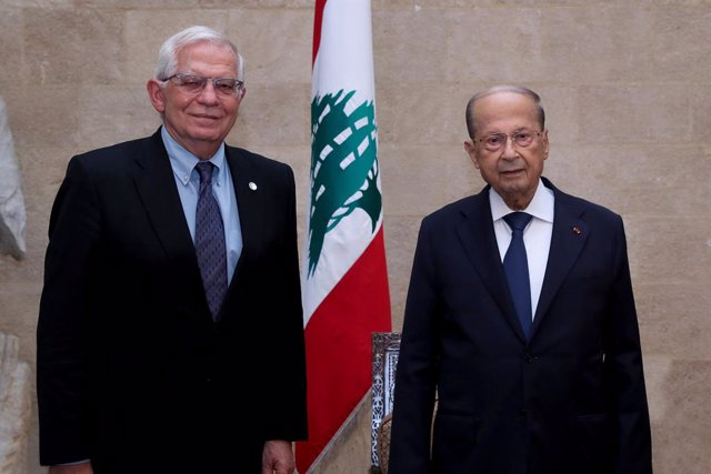 HANDOUT - 19 June 2021, Lebanon, Baabda: Lebanese President Michel Aoun (R) receives Josep Borrell, High Representative of the European Union for Foreign Affairs and Security Policy, prior to their meeting at the Baabda Presidential Palace. Photo: -/Dalat