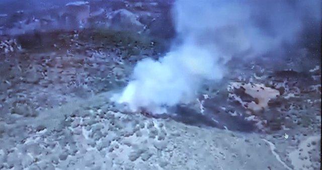 Columna de humo provocada por el incendio que combate el Infoca en Villaviciosa de Córdoba