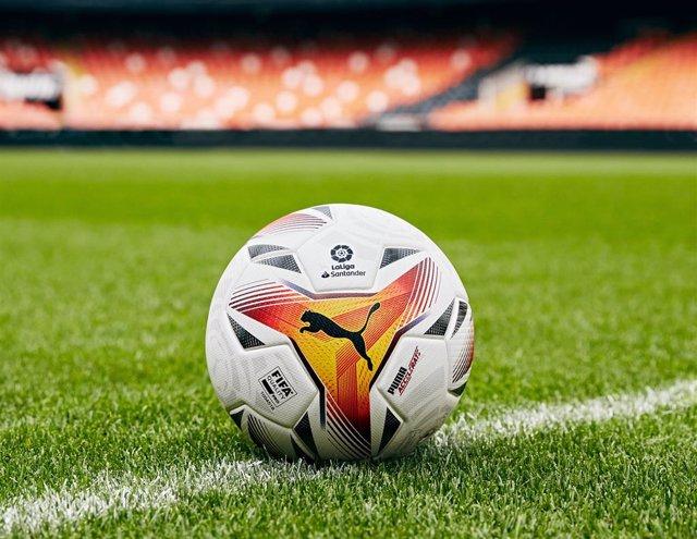 Archivo - Accelerate es el balón oficial de Puma para la temporada 2021-22 de LaLiga.