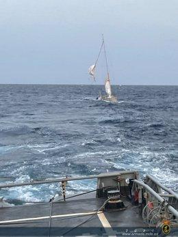 Rescate del velero escuela 'Tambo' de la Armada