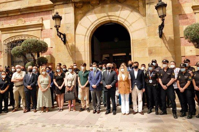 Landaluce en el minuto de silencio por el fallecimiento del agente de Vigilancia Aduanera
