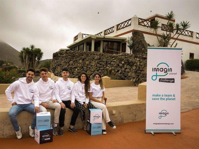 Els membres dels projectes eCoDeliver i Kidalos, guanyadors del I imaginPlanet Challenge