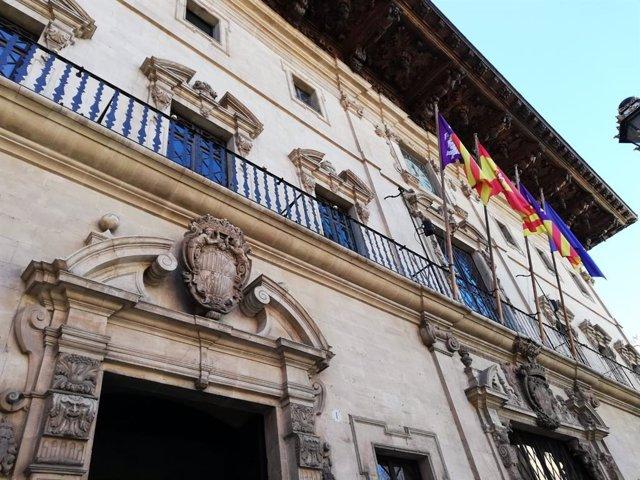 Archivo - Fachada del edificio del Ayuntamiento de Palma en la Plaza de Cort.