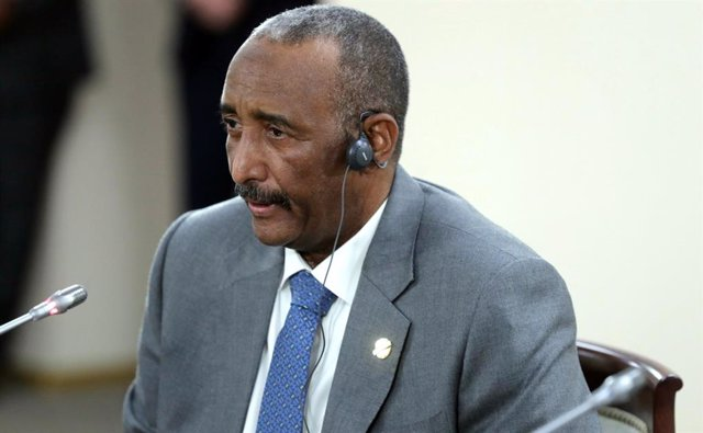 Archivo - El presidente de Consejo Soberano de Sudán, Abdelfatá al Burhan