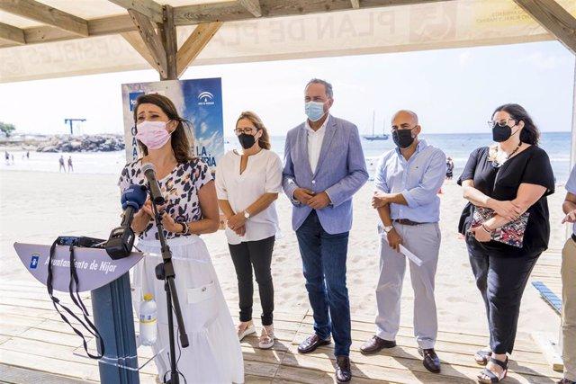 La vicepresidenta de Diputación y diputada de Bienestar Social, Ángeles Martínez, participa en la presentación de la Guía de Playas Accesibles de la FAAM. En el punto accesible de la Playa de San José, Níjar.