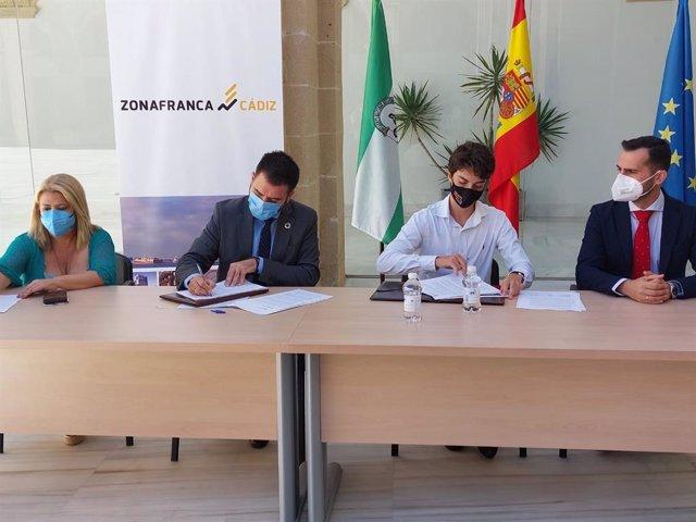 Firma para la instalación de una clínica de especialidades médicas en el Edificio Las Caballerizas