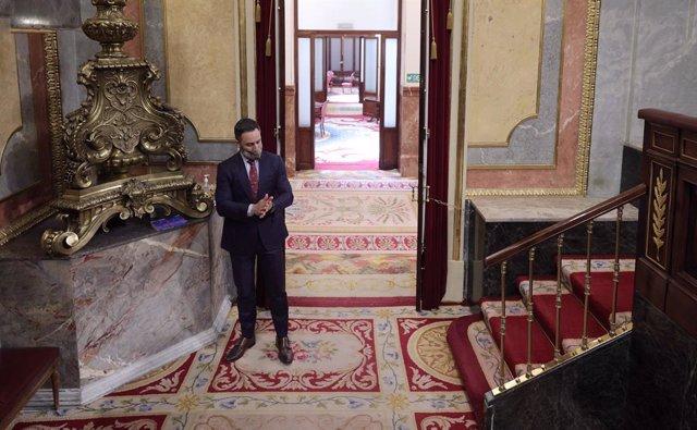 El líder de Vox, Santiago Abascal, en una sesión de control al Gobierno en el Congreso de los Diputados, a 30 de junio de 2021, en Madrid, (España). Este pleno, que se produce pocas horas después del encuentro que el presidente del Gobierno ha mantenido c