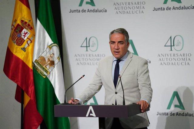 El consejero de la Presidencia, Administración Pública e Interior de la Junta de Andalucía, Elías Bendodo, en rueda de prensa.