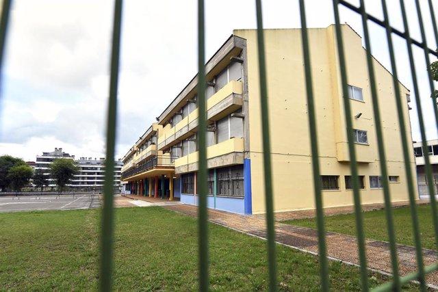 Archivo - CEIP. R.Macías Picavea en el primer día del curso escolar 2020-2021, en Santoña (Cantabria)