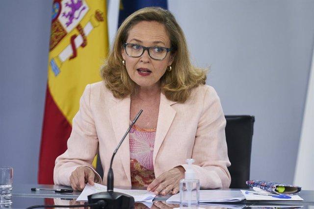 La vicepresidenta segunda y ministra de Asuntos Económicos y Transformación Digital, Nadia Calviño, interviene en una rueda de prensa posterior al Consejo de Ministros, a 6 de julio de 2021, en la Moncloa, Madrid, (España).