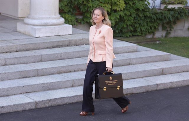 La vicepresidenta primera del Gobierno y ministra de Asuntos Económicos y Transformación Digital, Nadia Calviño, llega al Palacio de la Moncloa para participar en el primer Consejo de Ministros tras la remodelación del Gobierno, a 13 de julio de 2021, en