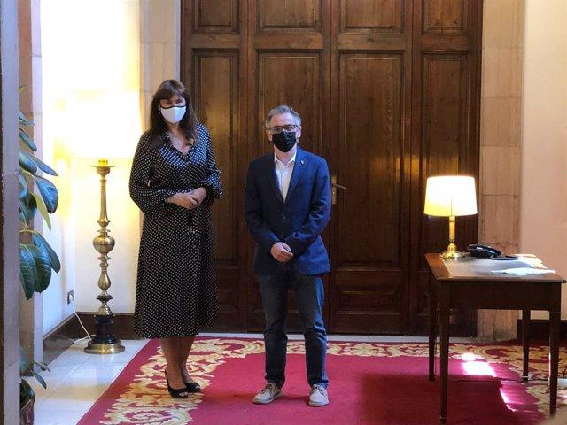 La presidenta del Parlament, Laura Borràs, amb el president d'ERC a la cambra, Josep Maria Jové