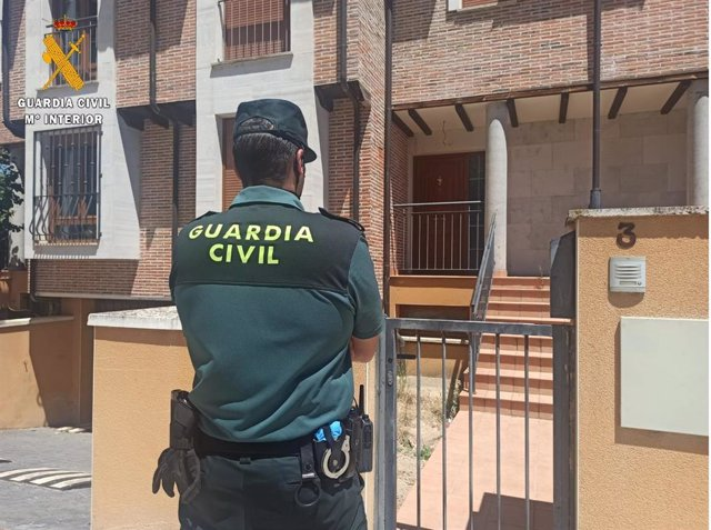 Guardia Civil en las inmediaciones de la casa.