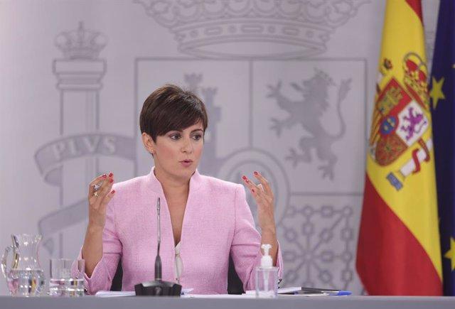 La ministra Portavoz y ministra de Política Territorial, Isabel Rodríguez, comparece en la rueda de prensa posterior al primer Consejo de Ministros tras la remodelación del Gobierno, a 13 de julio de 2021, en Madrid (España). Hoy se ha celebrado el primer
