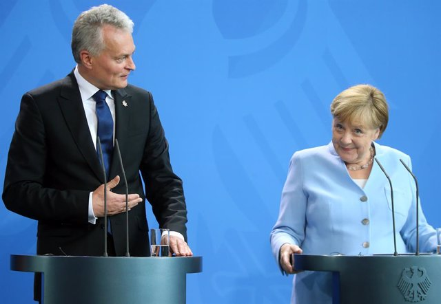 Archivo - 14 August 2019, Berlin: German Chancellor Angela Merkel (R) and Gitanas Nauseda, President of Lithuania, attend a press conference at the Federal Chancellery. Photo: Wolfgang Kumm/dpa
