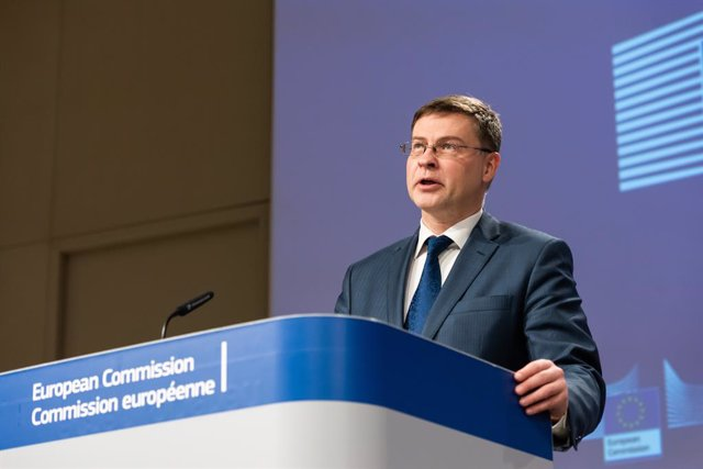Archivo - HANDOUT - 29 January 2021, Belgium, Brussels: Executive Vice President of the European Commission for An Economy that Works for People Valdis Dombrovskis attends a joint press conference with European Commissioner in charge of Health Stella Kyri
