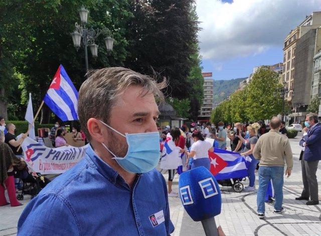 El diputado de Cs Luis Fanjul participa en la concentración organizada en Oviedo por la plataforma Embajada Cívica Cubana