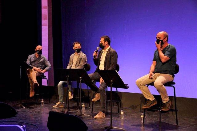 Imagen de la presentación de la nueva temporada de L'Auditori de Girona con el vicealcalde y concejal de Cultura del Ayuntamiento de Girona, Quim Ayats