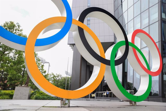 17 June 2021, Japan, Tokyo: A general view of an Olympic Rings installation in front of the Japan Olympic Museum. Japan will end a state of emergency for Tokyo on Sunday but some coronavirus-related restrictions will remain in place, the government of Pri