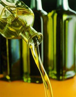 Foto de archivo de aceite de oliva.