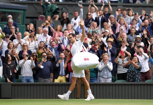 07 July 2021, United Kingdom, London: Swiss tennis player Roger Federer leaves after losing his men's singles quarter-final match against Polish Hubert Hurkacz on day nine of the 2021 Wimbledon Tennis Championships at The All England Lawn Tennis and Croqu