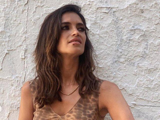 Sara Carbonero, con un precioso vestido de leopardo de Cortana