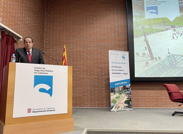 El conseller Joan Ignasi Elena durant la seva intervenció a l'Institut de Seguretat Pública de Catalunya