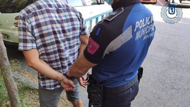 Dos detenidos pillados robando bicicletas de valor en una comunidad de vecinos de Chamartín
