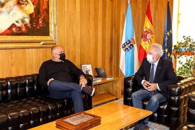 Miguel Ángel Santalices recibe al chef José Andrés en el Parlamento de Galicia