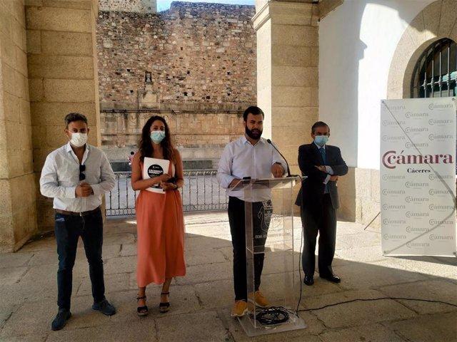 El alcalde de Cáceres, Luis Salaya, presenta la tramitación de las ayudas a pymes y autónomos del Ayuntamiento de Cáceres, que se podrán solicitar del 15 al 28 de julio