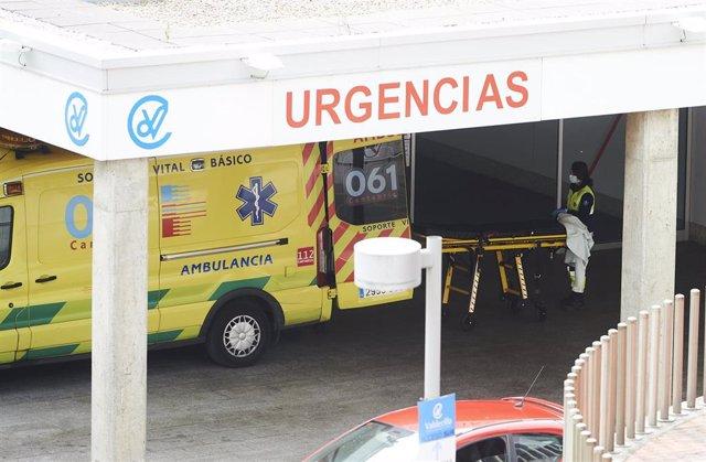 Archivo - Ambulancia en Valdecilla